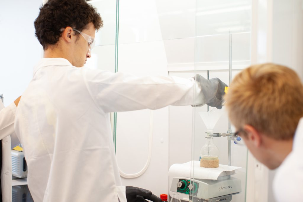 Students in Chemistry Major lab, College academics
