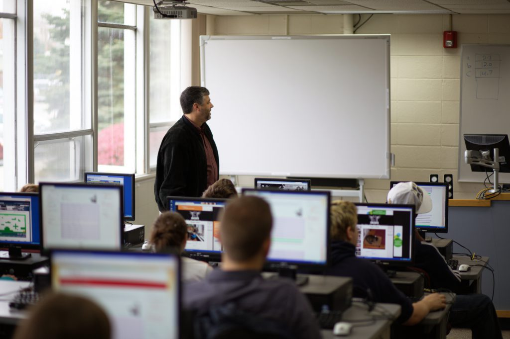 Students in computer lab at Grace College - Management Information Systems Major - MIS Degree
