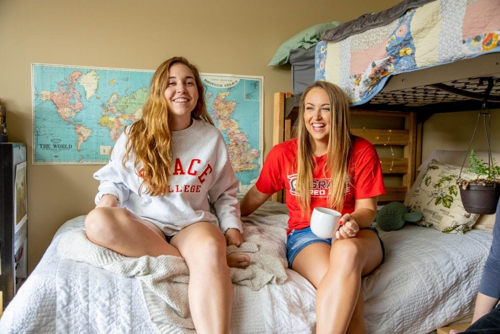 Students in Dorms-How to Choose a College Campus That's Right for You